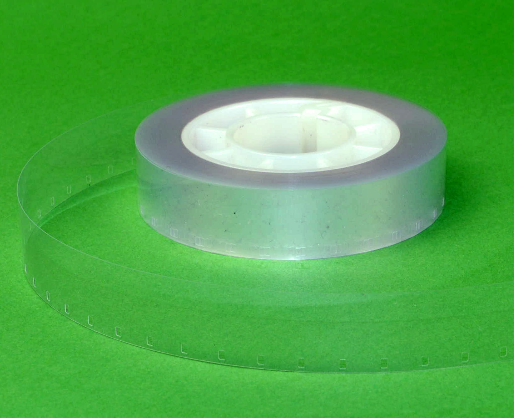 16mm Film Leader/ aanloopstrook - Doorzichtig Plastic - Single perforatie - 15,24m (50ft)